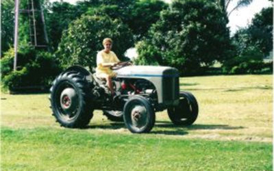 First Woman to commercially operate a Tractor in the Lockyer Valley